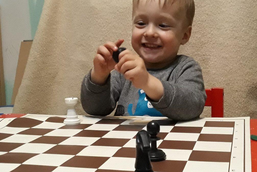 Sakkozz a gyerekkel